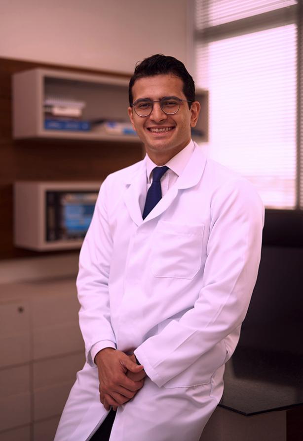 Mauro Fernandes, médico da coluna 8